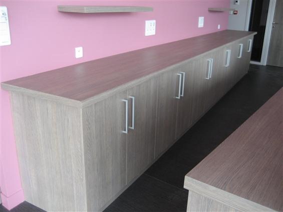 Les Ets FLOBOIS basé à La Mothe Achard ont réalisé des travaux de mobilier en STRATIFIE pour l'Office de tourisme 85150 LA MOTHE ACHARD