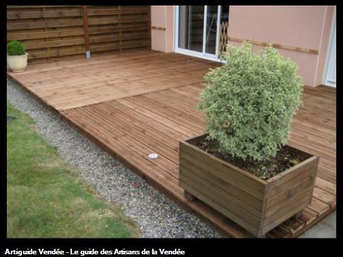 Les Ets FLOBOIS basés sur LA MOTHE ACHARD ont réalisé cette Terrasse bois PIN MARRON sur la commune de St Georges de Pointindoux