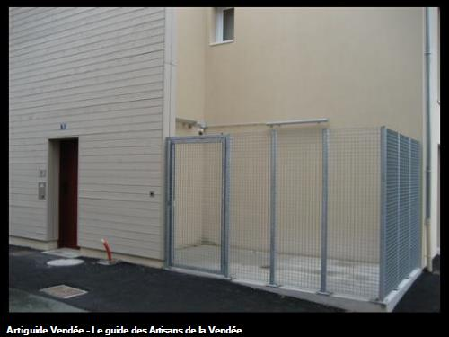 Grille de protection et portillon acier galvanisé pour Local Poubelle sur logements et bureaux La Roche Sur Yon - Entreprise FLOBOIS LA MOTHE ACHARD