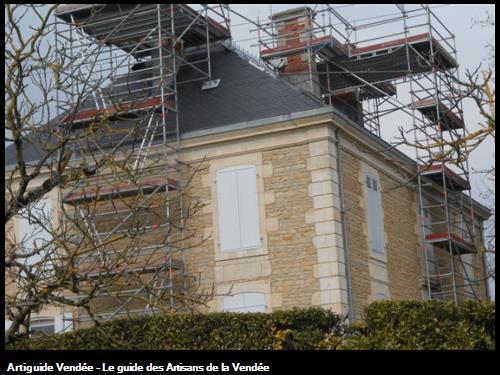 Travaux de démolition et reconstruction de cheminées d'une maison bourgeoise sur la commune de Maillé 85420.