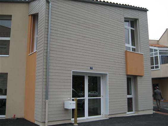 Ets FLOBOIS basé à La Mothe Achard a réalisé un Bardage bois CAPE COD canadien sur Bâtiment neuf La Roche Sur Yon