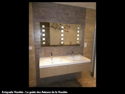 Meuble de salle de bain en polymère brillant. Plan de toilette en résine, miroir avec éclairage intégré. 85 - Cheffois