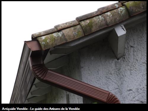 Gouttières corniche 325 sur une maison en rénovation sur secteur de Nieul le Dolent