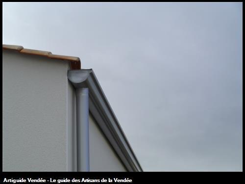 Réalisation de Gouttières demi ronde 300 sur le secteur des Sables d' Olonne 85100.