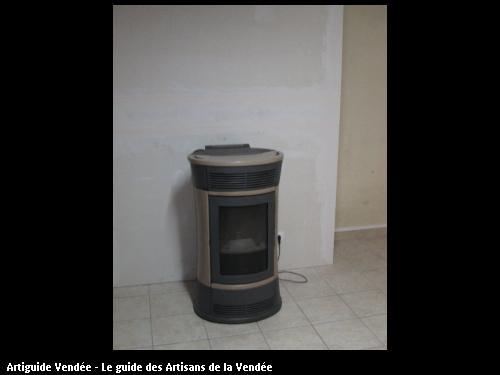 Nous avons retire la cheminée pour poser 1 poêle a pellet avec distribution d air chaud pour autre pièces, commune de l aiguillon sur Mer