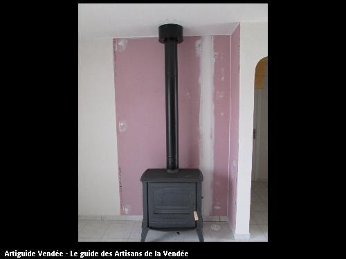 poêle bois tout fonte pour chauffe les pièces de vie , Plaques  protection feu au mur, commune de st Benoit sur Mer
