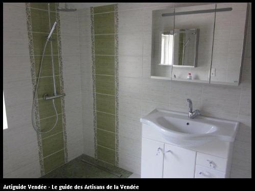 Réalisation du carrelage et faïence d'une salle d'eau commune de Maillé 85420.