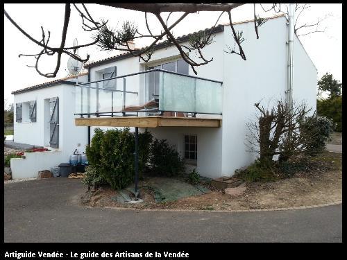 Terrasse sur poteaux métalliques