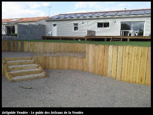 Soutènement et escalier en  bois / 85340 OLONNE/MER