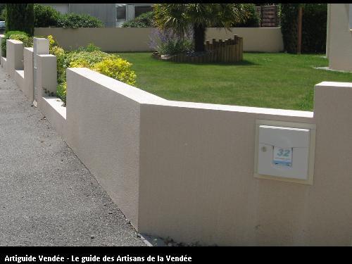 Construction murs de clôture enduits sur les deux faces