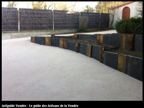 Réalisation de descente de garage en dalle béton et résine gripway par l'entreprise l'entreprise Maçonnerie Montoise basée à Notre Dame de Monts (85690).