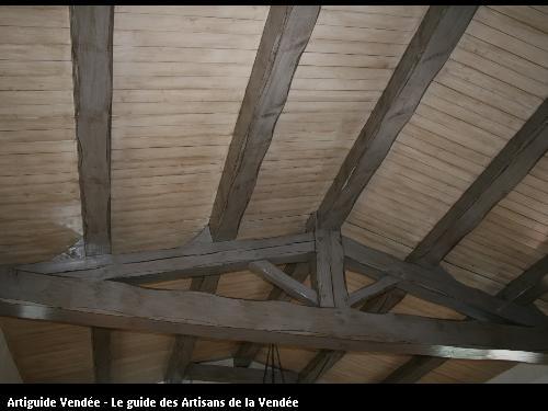 L'entreprise de peinture Jacques Bobin (85680 La Guérinière) a repeint une charpente apparente avec un effet vieilli sur la Guérinière (85680)