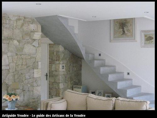 L'entreprise de peinture Jacques Bobin (85680 La Guérinière) a réalisé un béton ciré sur un escalier sur La Guérinière (85680)