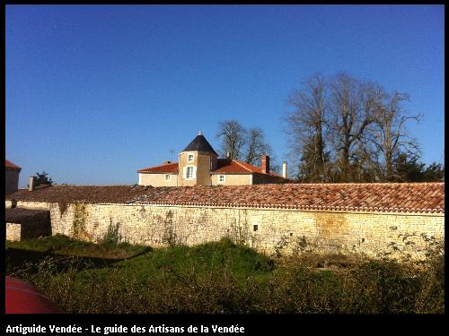 Réfection sur dépendances : charpente et remaniement de couverture tuiles Chaix Vendée 85
