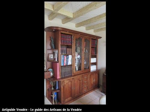 Bibliothèque en merisier massif.