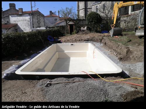 pose d'une piscine après travaux de terrassement