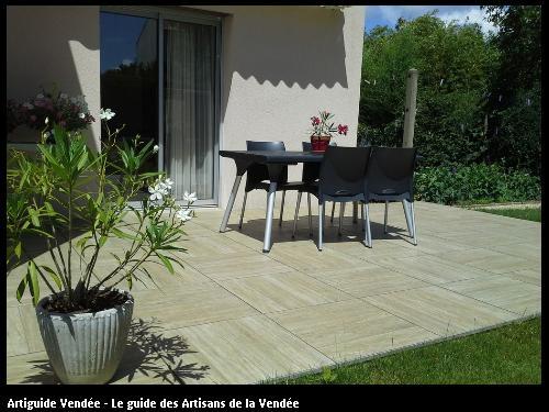 Terrasse sur plots composée de dalle céramique - 85150 LA MOTHE-ACHARD