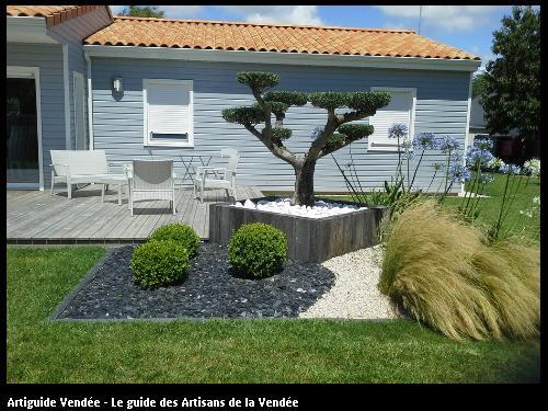 Olivier forme Bonzaï dans jardinière en chêne - 85150 LA MOTHE-ACHARD