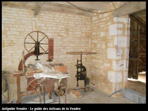 Enduit chaux sur mur de maçonnerie. Commune de St Christine / Benet 85490