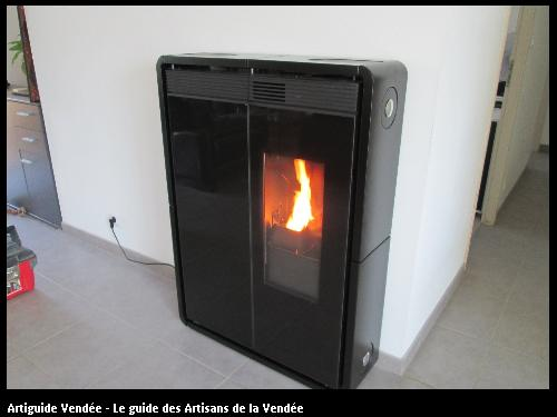 poêle à pellet plat 30 cm d épaisseur avec distribution d air pour la partie nuit   chauffe 100m2   commune de Chanais