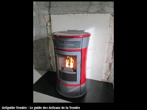 poêle à pellet habillage en céramique les conduits passe derrière le mur ainsi que les conduits d air chaud pour la partie nuit  poser sur Fontenay le comte