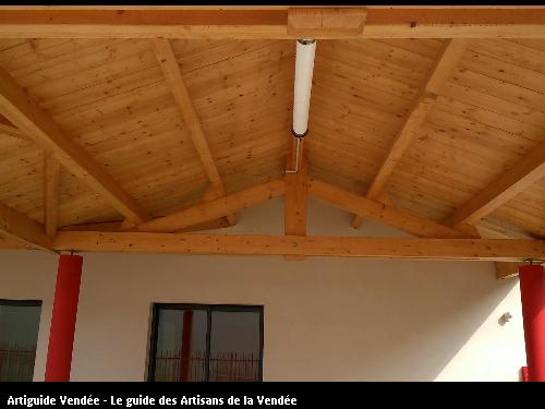 Centre de loisirs La Chapelle Hermier - Réalisation d'une charpente traditionnelle par les Ets FLOBOIS LA MOTHE ACHARD