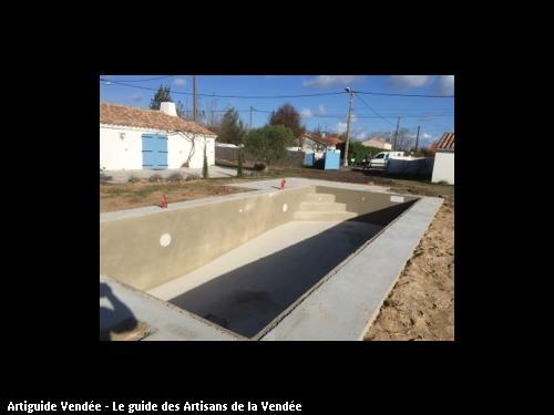 piscine réalisée par maçonnerie montoise en cours de réalisation