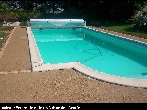 Bernier maurice paysagiste 85400 lucon for Beton autour d une piscine