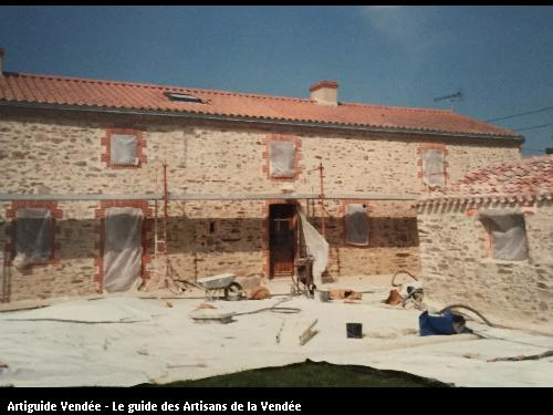 Travaux d'enduit réalisé par l'artisan BONNET FRERES basé à LA BOISSIERE DE MONTAIGU 85600
