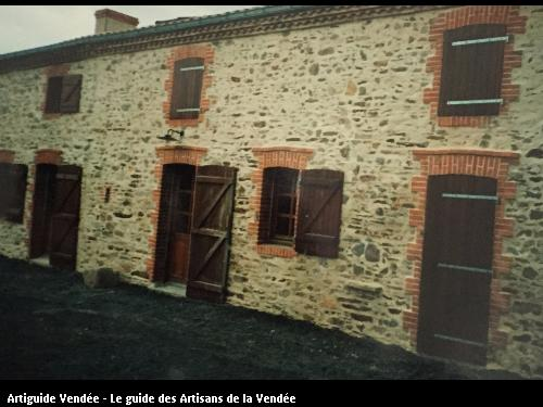 Façade d'une habitation réalisé par l'artisan BONNET FRERES basé à LA BOISSIERE DE MONTAIGU 85600