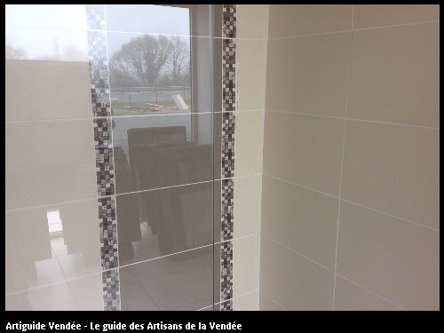 Faience de salle de bain réalisé par l'artisan SYLVAIN GUERINEAU basé à BELLEVILLE SUR VIE (85170)