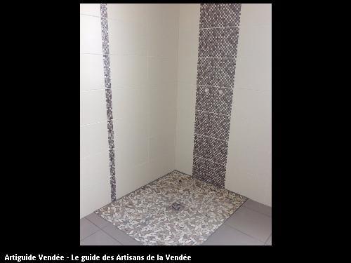 Salle de bain réalisé par l'artisan SYLVAIN GUERINEAU basé à BELLEVILLE SUR VIE (85170)