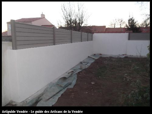 Réalisation de mur de clôture par l'entreprise MACONNERIE DES LANDES basée à Saint-Avaugourd-des-Landes (85540)
