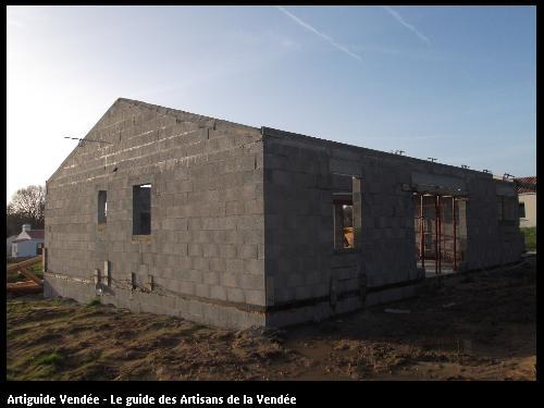 Construction d'une habitation par l'entreprise MACONNERIE DES LANDES basée à Saint-Avaugourd-des-Landes (85540)