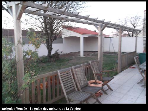 Réalisation d'un abri de jardin avec tuile par l'entreprise MACONNERIE DES LANDES basée à Saint-Avaugourd-des-Landes (85540)
