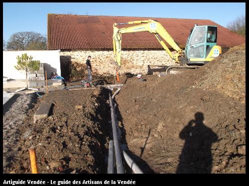 Pose d'une fosse de récupération des EP par l'entreprise MACONNERIE DES LANDES basée à Saint-Avaugourd-des-Landes (85540)