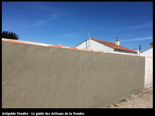Création mur de clôture et finition enduit lissage à la truelle