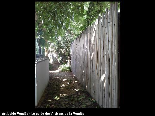 Clôture de panneaux en Eucalyptus - 85360 La Tranche/Mer.