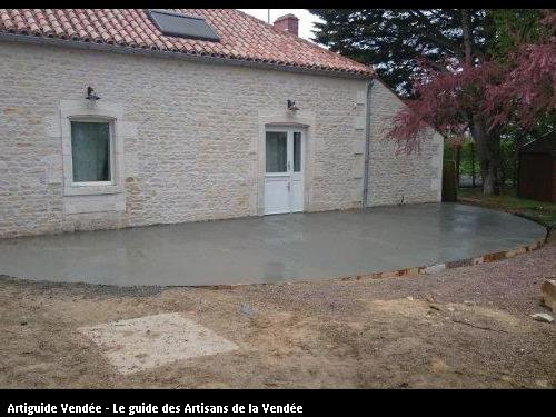 Terrassement, coulage d'une terrasse béton sur la commune de Maillé 85420.