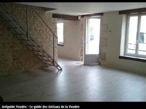 Enduits chaux/chanvre des murs extérieurs. Travaux réalisés sur la commune de Maillé.