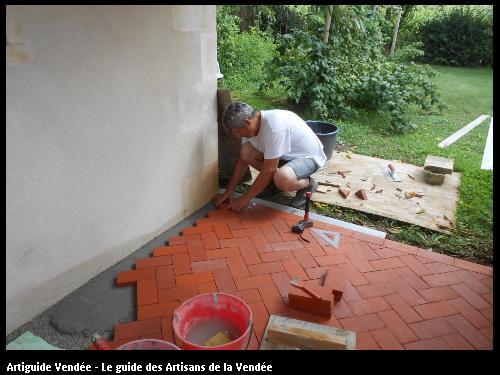 Réalisation d'un sol en brique sous un abri de jardin. Saint Pierre Le Vieux Vendée 85