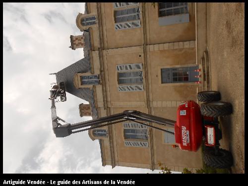 Réfection d'arêtier en ardoise et ornement de faitage sur la mairie de Maillezais Vendée 85