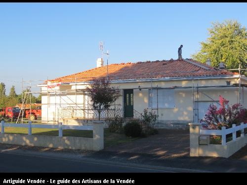 Couverture neuve en tuile mécanique et dalle nantaise. Montreuil Vendée 85