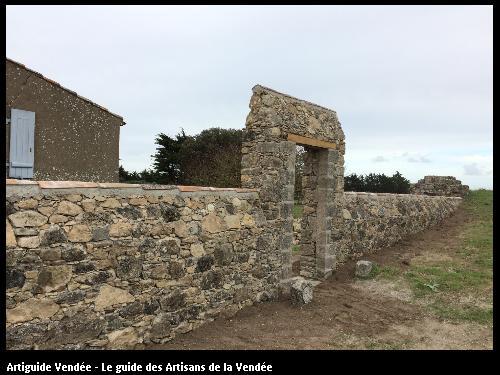 Restauration d'un mur de pierres situé au Fort Larron au sein de la réserve de Mullembourg à Noirmoutier