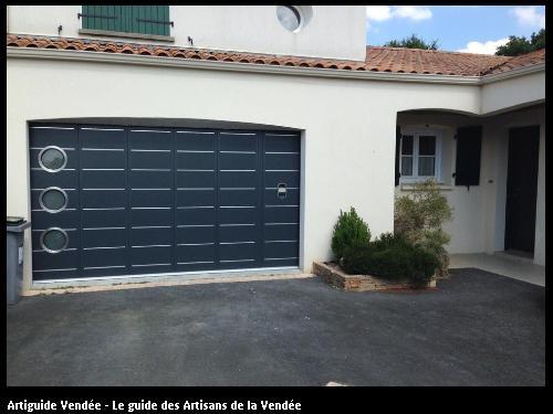 BONNET Didier Menuiserie - Portail de garage hublots