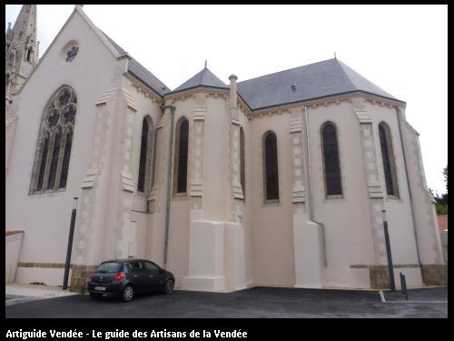 Ravalement sur une église réalisée par la société BENAITEAU