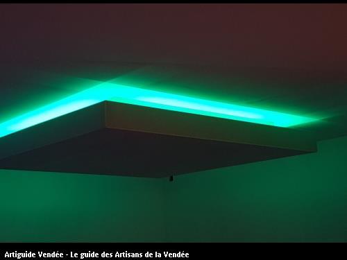 faux plafond en plâtre avec éclairage