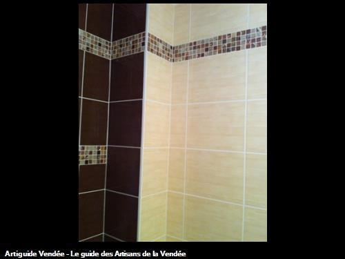 Frise murale carrelage salle de bain suite carrelage et for Frise carrelage sol