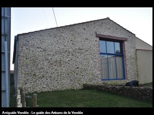 Habillage en pierres devant mur agglos, aux alentours des Sables d'Olonne 85100