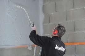 Projection Aéroblue - revêtement technique intérieur pour l'étanchéité à l'air des murs selon la norme BBC pour la RT 2012 -